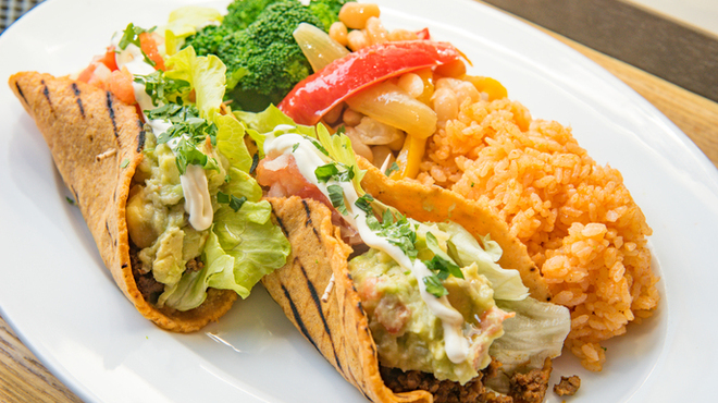 E・A・T - 料理写真:タコスセット コーンソフトシェルは毎日ハンドメイド!本場メキシコより美味いです!