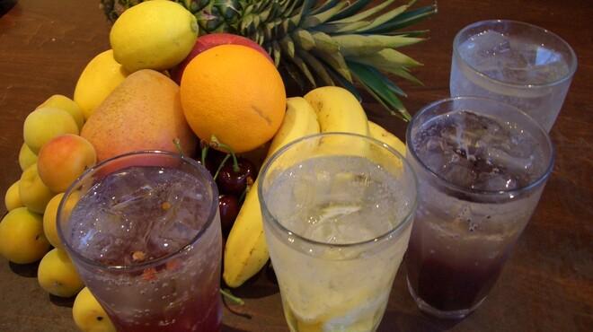 トーマスカフェ - 料理写真:自家製果実酢全7種類 500円 ソーダ アルカリイオン水割 ミルク割  他にもトーマスカフェには美容や健康を考えたカフェドリンクが豊富にあります。