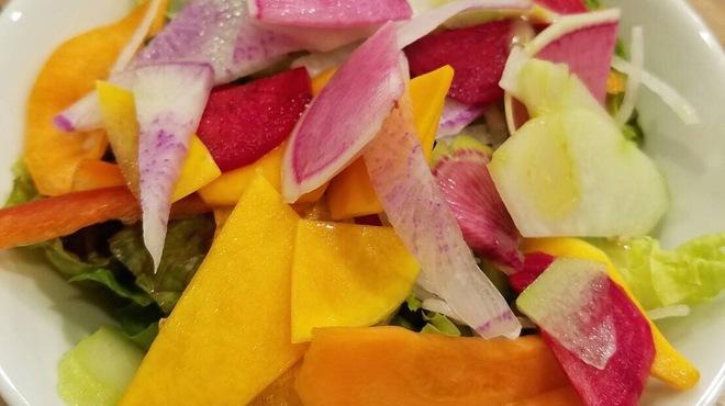 POLPO吉祥寺Seafood Market - 料理写真:自家製ドレッシングの15品目のサラダ(ランチタイム食べ放題)