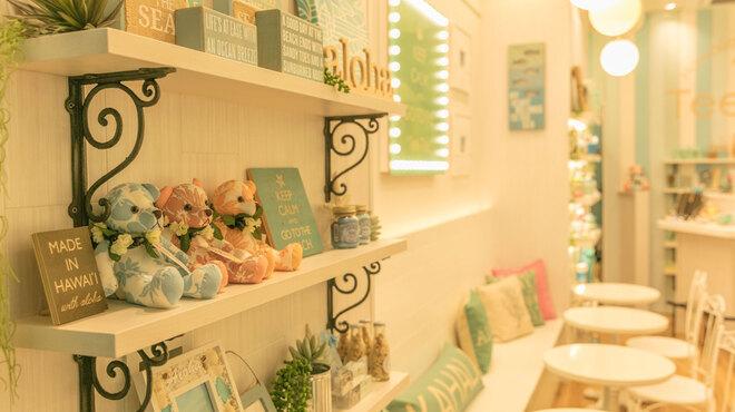 Hawaiian Cafe & Bar Tee-Tee - 内観写真:ハワイのかわいい雑貨も販売中。