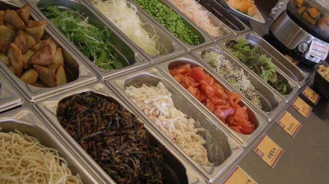 ブッチャーズ☆グリル - 料理写真:全お料理に、最低22種以上のサラダ・カレー・スープ・フルーツ・デザートバー食べ放題付きです!!