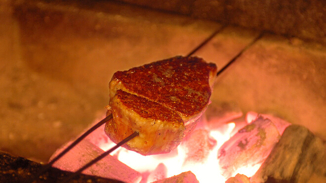 伊藤グリル - 料理写真:神戸元町の老舗洋食屋「伊藤グリル」の伝統、炭火焼きステーキ。