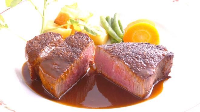 伊藤グリル - 料理写真:神戸牛を特製炭火焼窯で焼き上げる当店自慢のステーキです。