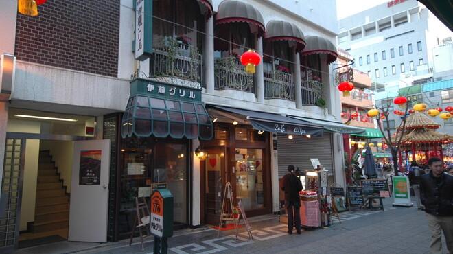 伊藤グリル - 内観写真:お店は南京町あずまやのすぐそばにあります。