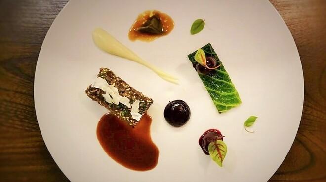 シャンペトル - 料理写真:北海道産エゾ鹿フィレ肉のロティ 山ブドウのグランブヌール