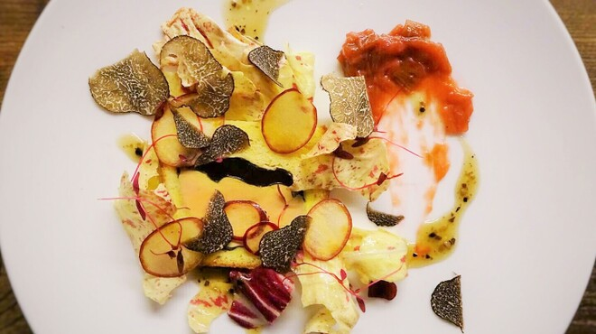シャンペトル - 料理写真:フォアグラとトリュフのブリオッシュ包み ルバーブのコンフィチュールを添えて