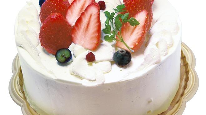 フォーシーズンズカフェ - 料理写真:スポンジの間に厳選した【丸ごと苺】が挟まった、人気No.1ホールケーキ