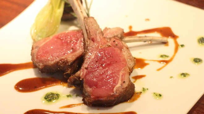 牡蠣屋バル - 料理写真:仔羊骨付きロースのグリル