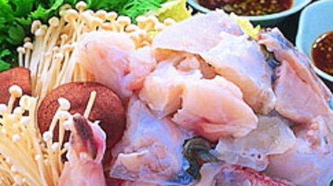 傳八 - 料理写真:てっちり(ふぐ鍋) 一人前4290円(写真は三人前)
