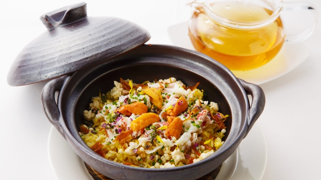 海鮮名菜 香宮 - 料理写真:海鮮入り炒飯 極上スープ添え