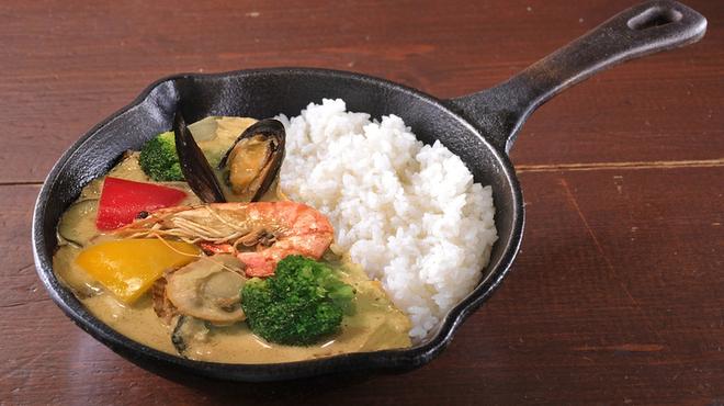 野菜を食べるカレー camp - 料理写真:シーフードと彩り野菜のタイ風グリーンカレー