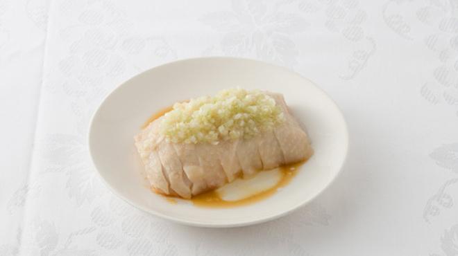 横浜大飯店 - 料理写真:蒸し鶏の冷菜