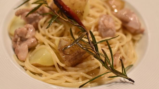 BUDDYBUDDY SENDAI EDEN - 料理写真:ローズマリーチキン オイスソースパスタ