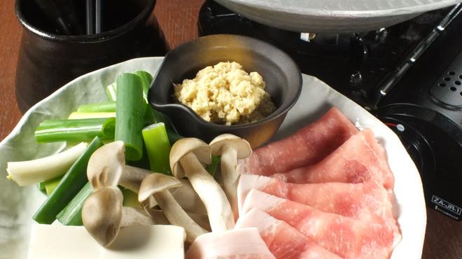 生姜屋 黒兵衛 - 料理写真:生姜屋の黒鍋 京都ポークと九条葱の黒生姜鍋