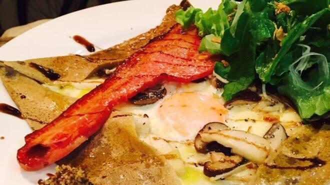 あまね - 料理写真:キノコ ベーコン 卵 ガレット
