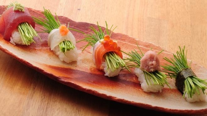 ときすし - 料理写真:芽ネギ三昧 (鮃巻ポン酢・サーモン巻・まぐろ巻・ネギトロ・梅肉)