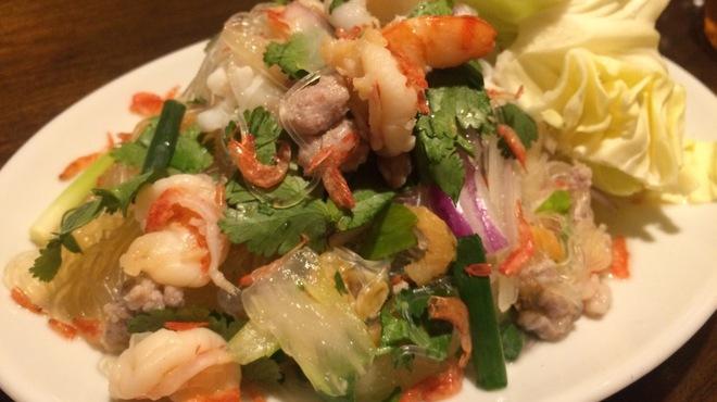 コンロウ - 料理写真:春雨とシーフードのスパイシーサラダ