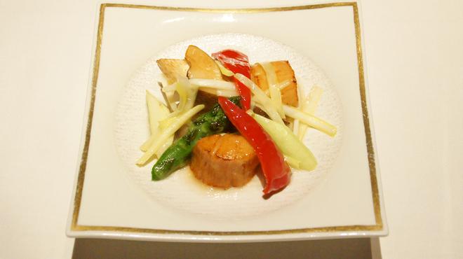 メゾン・ド・ユーロン - 料理写真:季節野菜と帆立の岩塩炒め