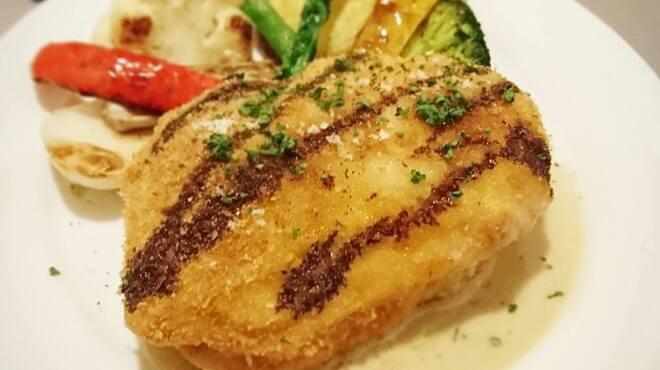ボンメゾン - 料理写真:名物!若鶏のカツレツ香草バター