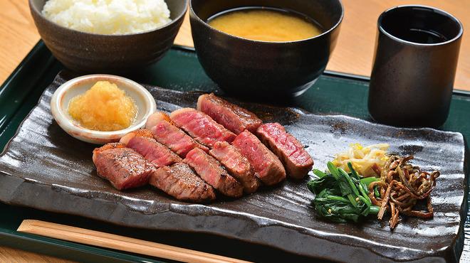 くつろぎや - 料理写真:特選サーロインステーキ定食