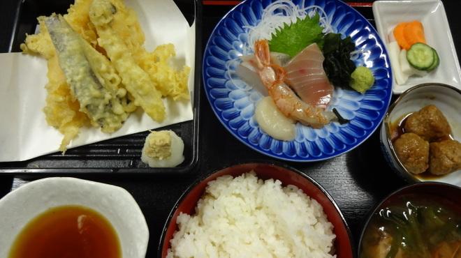 くつろぎや - 料理写真:天婦羅お刺身定食