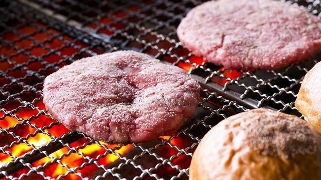 バーガーショップホットボックス - 料理写真:備長炭で焼く