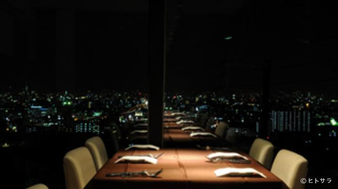 レガーロ - 内観写真:東大阪の夜景を一望する、ロマンチックな演出