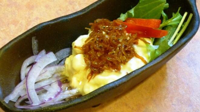 髭政 - 料理写真:串休めのサラダ 定期的に変わってきます。ちなみにこれは、自家製豆ふとじゃこのサラダ。