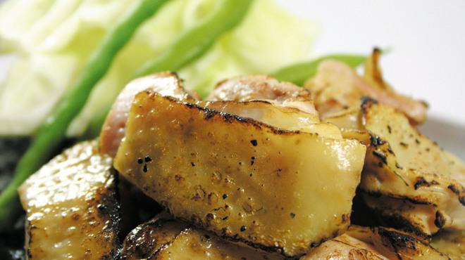 はし田屋 - 料理写真:皮はパリッと!『伊達鶏ももの石焼』