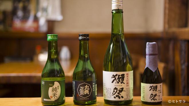川栄 - ドリンク写真:多彩な銘柄の日本酒飲み切りボトルをラインナップ