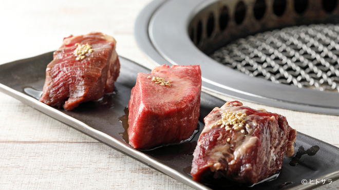 一枚から焼肉 英伍 - 料理写真:葡萄の枝で香り付けしたお肉を堪能『ごっつい英伍盛り』