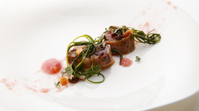 バカリ ダ ポルタ ポルテーゼ - 料理写真:鰹のマリネ 赤玉葱のソースとオカヒジキ