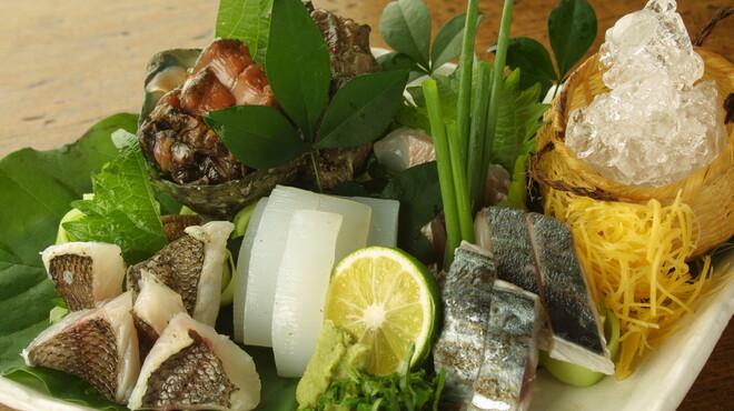 浅草一文 - 料理写真:朝とれ魚のお刺身盛り合わせ