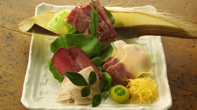 浅草一文 - 料理写真:鯨の盛り合わせ 稀少価値の高い部位を産直で