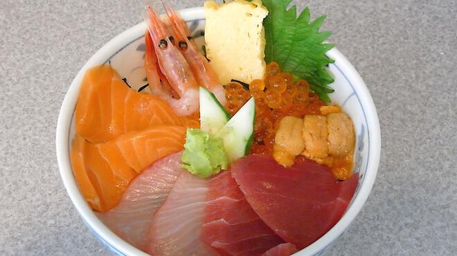 築地 どんぶり市場 - 料理写真:市場どんぶり☆海の幸がたっぷり入った市場丼。