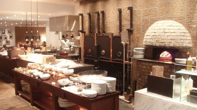 PIZZA SALVATORE CUOMO & GRILL - 内観写真:店内