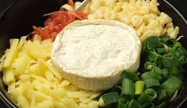 """だるまさん 1丁目 - 料理写真:カマンベールがのったチーズ好きにはたまらないもんじゃ!""""トロ~リ満月もんもん"""""""