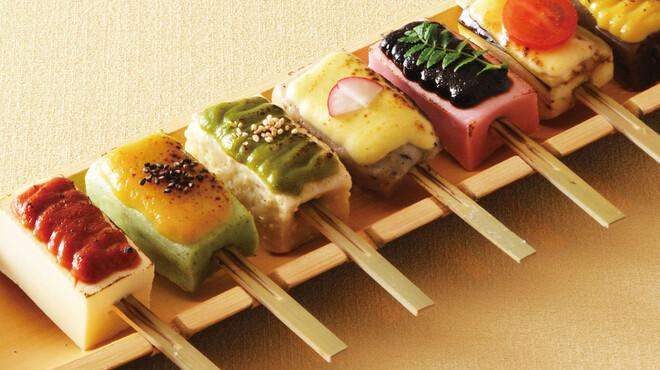 豆助 - 料理写真:【生麩と豆富と蒟蒻の七味七彩田楽】一度に七つの味をお楽しみいただけます 980円