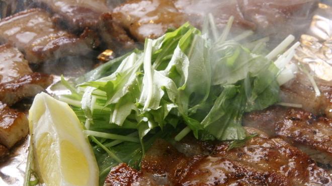 HONANA - 料理写真:鹿児島産南州豚鉄板焼き 甘くてジューシーな南州豚は鉄板焼きが一番うまい。