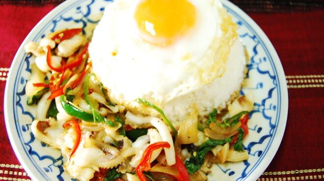 TAI THAI - 料理写真:ガッパオプラムックカイダオ