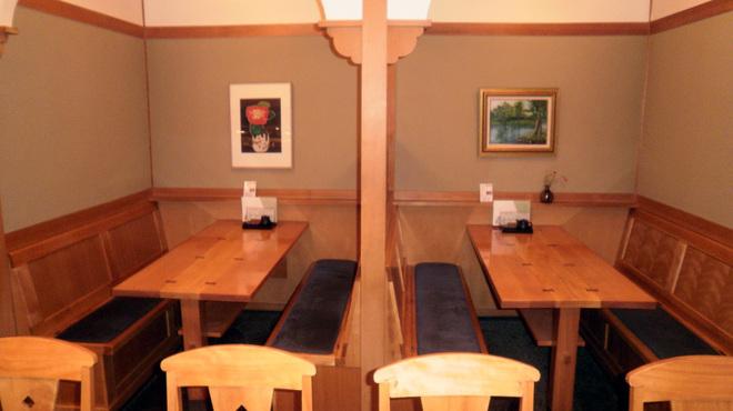 寿司勝 - 内観写真:テーブル席