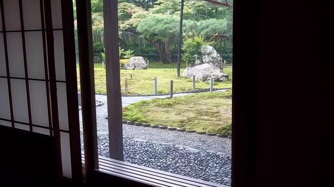 嵯峨野 - 内観写真:部屋から庭を眺めると・・・