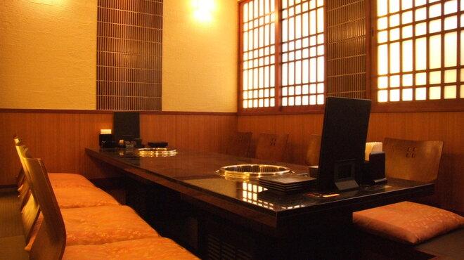焼肉 いのうえ - 外観写真:奥にはゆったり完全個室。2~8名様用。