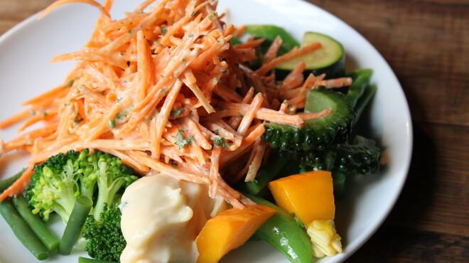 ルフージュ - 料理写真:キャロットラペ&旬菜。にんじんサラダです!