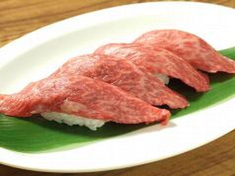 大滝 - 料理写真:あぶり牛の握り寿司(1皿4貫)