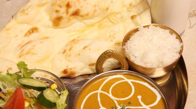 インドラディップ - 料理写真:Aランチ 手軽に楽しめる人気のセットメニューです!カレーの辛さ調節もできますのでお好みで。