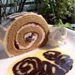 イングリッシュガーデン・ローズカフェ - 黒蜜ときな粉のロールケーキ