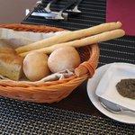 オリーヴェ - 3種のパン アンチョビペースト