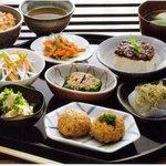 じねんや - 料理写真:マクロビオティック小皿膳 3000円