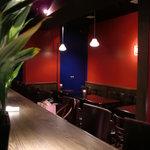 バーサイトサイトサイト - 赤と青が基調となっている素敵な空間
